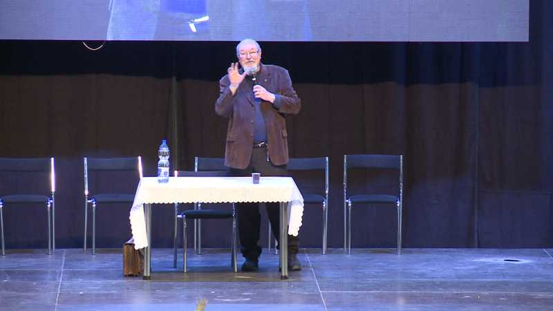 Max Kašparů: Čo je to humor a čo je to viera