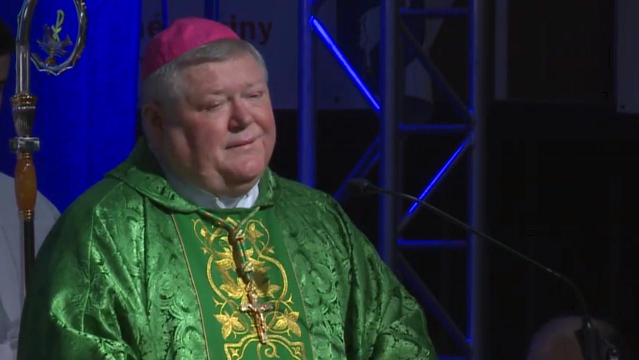 otec biskup Viliam Judák – S radosťou sa treba podeliť.